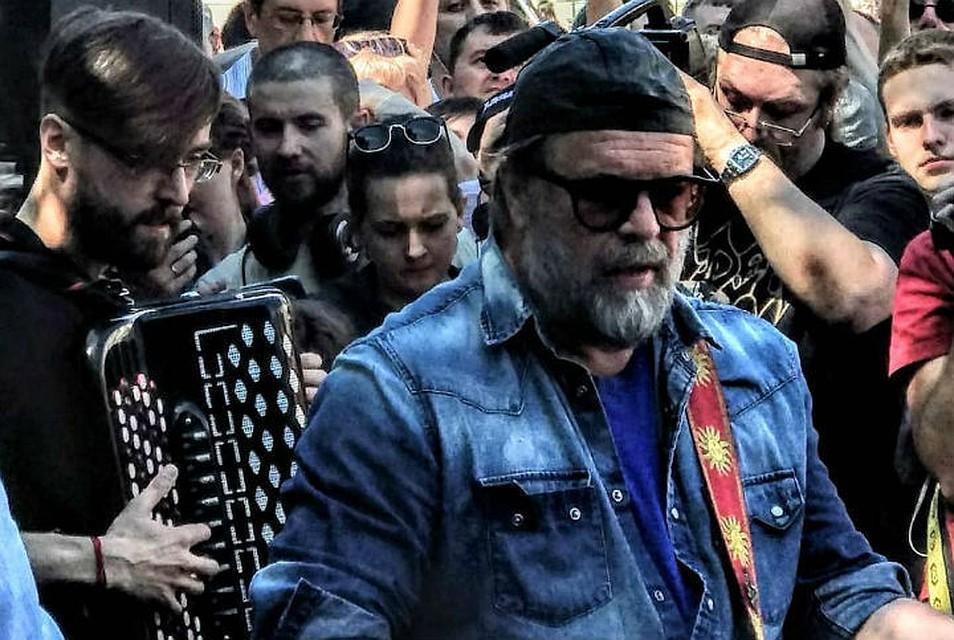 """Борис Гребенщиков и """"Аквариум"""" на Невском. Фото: Анастасия Кедровская"""