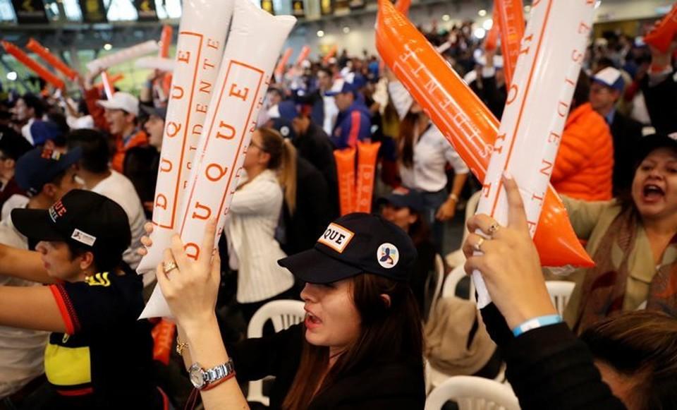Сторонники Ивана Дуке радуются его результатам в первом туре выборов