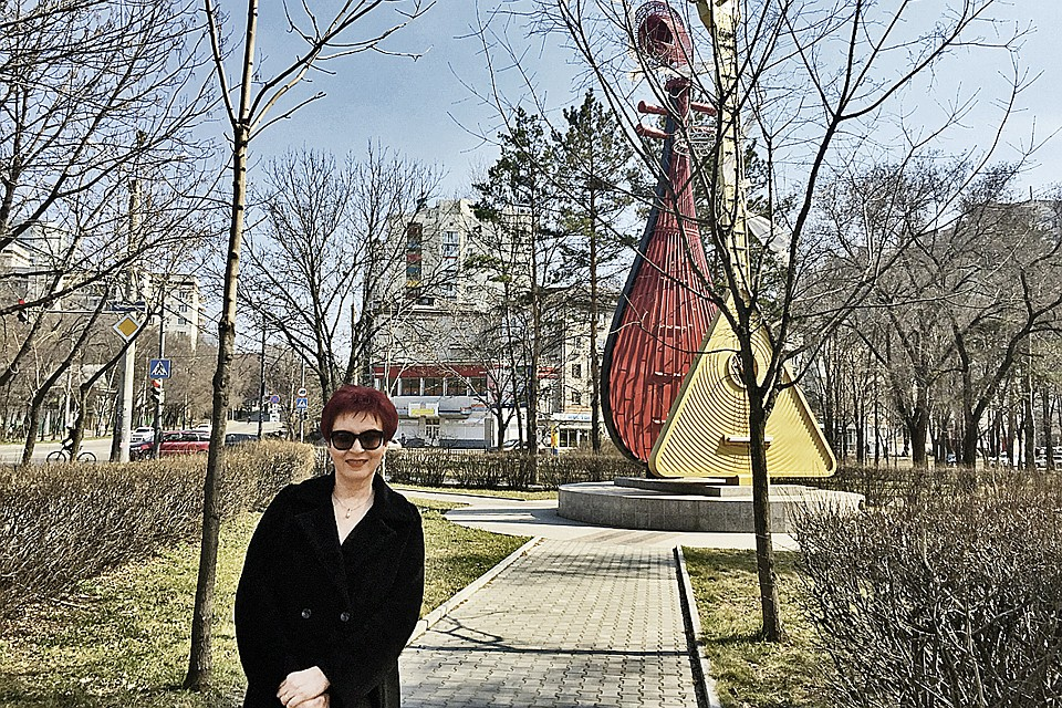 В Хабаровске наш корреспондент обнаружила странный памятник русской и китайской балалайкам. Сложится ли дуэт? Не сфальшивим ли при исполнении? Фото: Личный архив Дарьи Асламовой