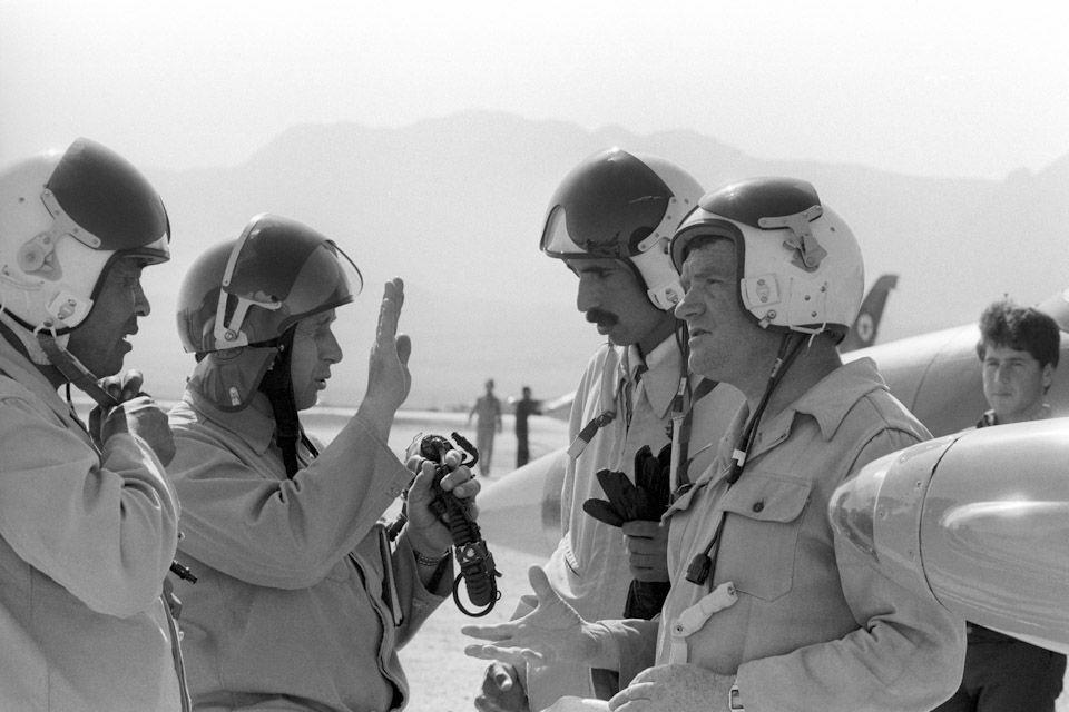 В Афганистане обнаружили живым советского военного летчика, сбитого в 80-е