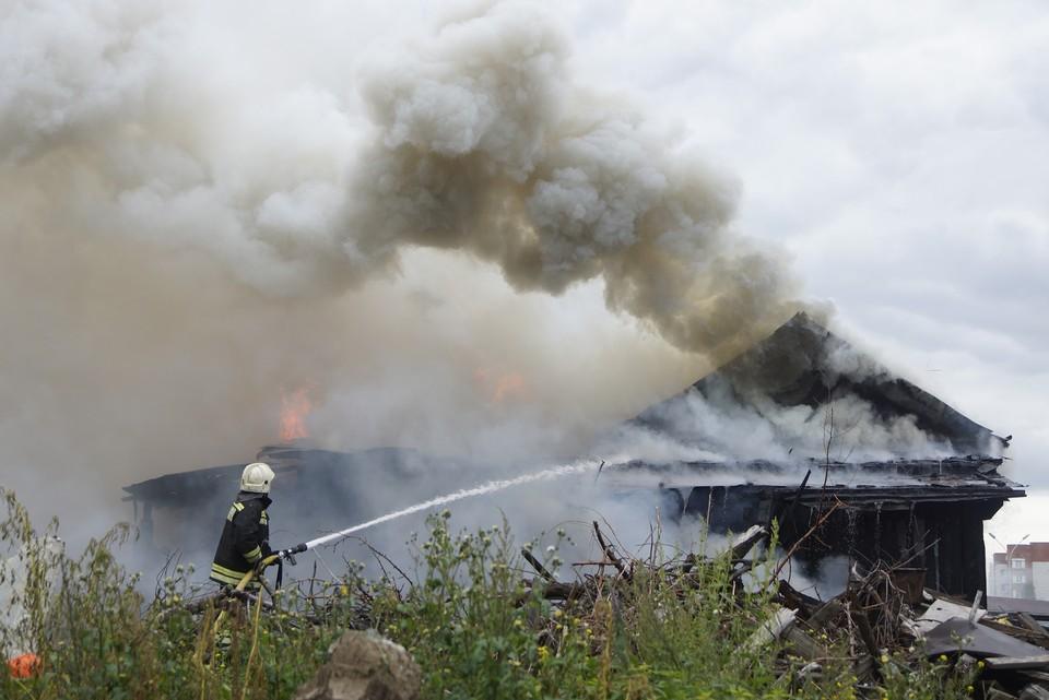 В пожаре погибла женщина, но её супруг спасся