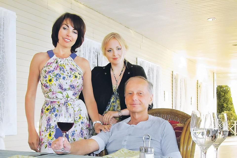 Михаил Задорнов с двумя Еленами - женой и дочерью. Фото: Личный архив