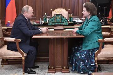 Путин поздравил Терешкову с юбилеем полета в космос
