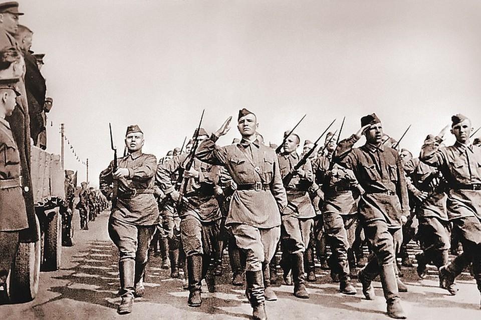 1941 год. Советские солдаты отправляются на фронт. Фото: TASS