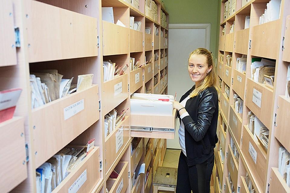 Всё, согласно закону об архивах, должно в среднем 60 лет храниться в бумажном виде