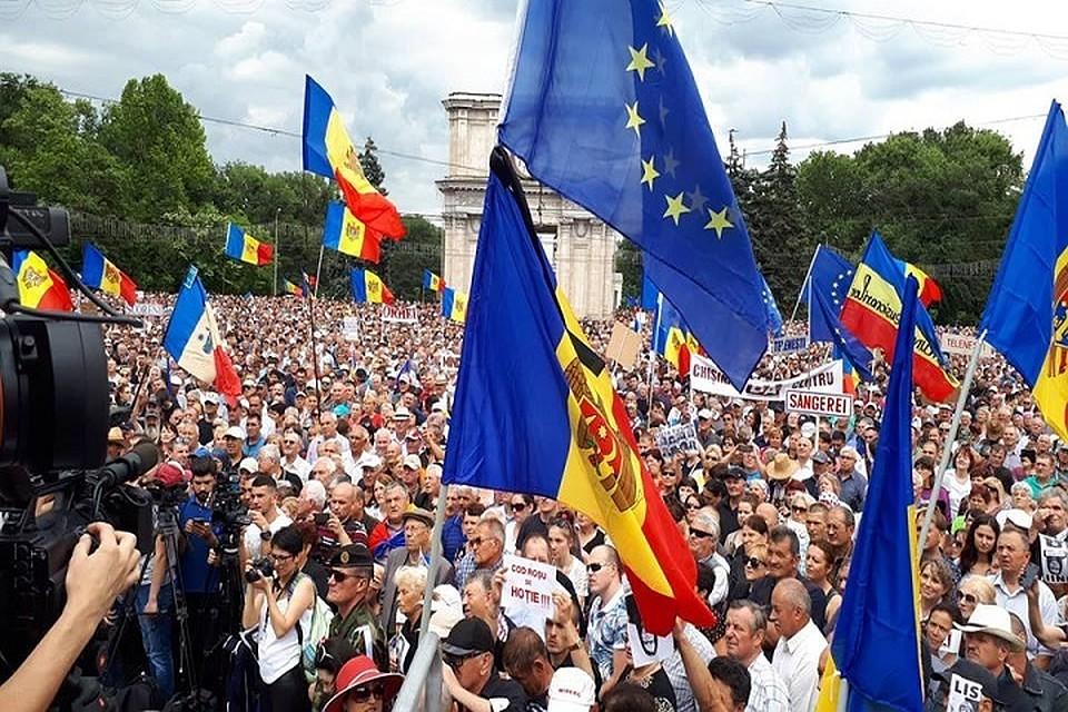 На акции протеста опять собралось много сторонников Андрея Нэстасе.