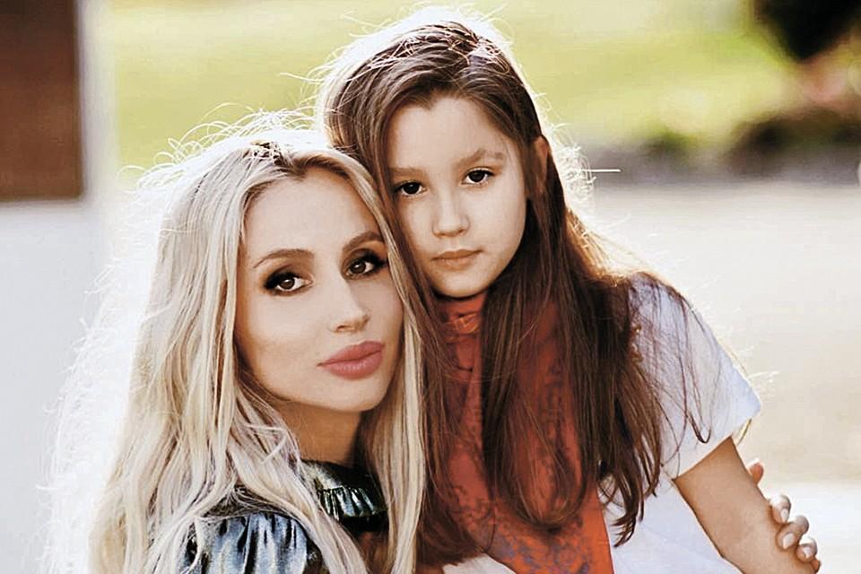 Старшая дочь Светланы Ева очень ждала рождения сестры.