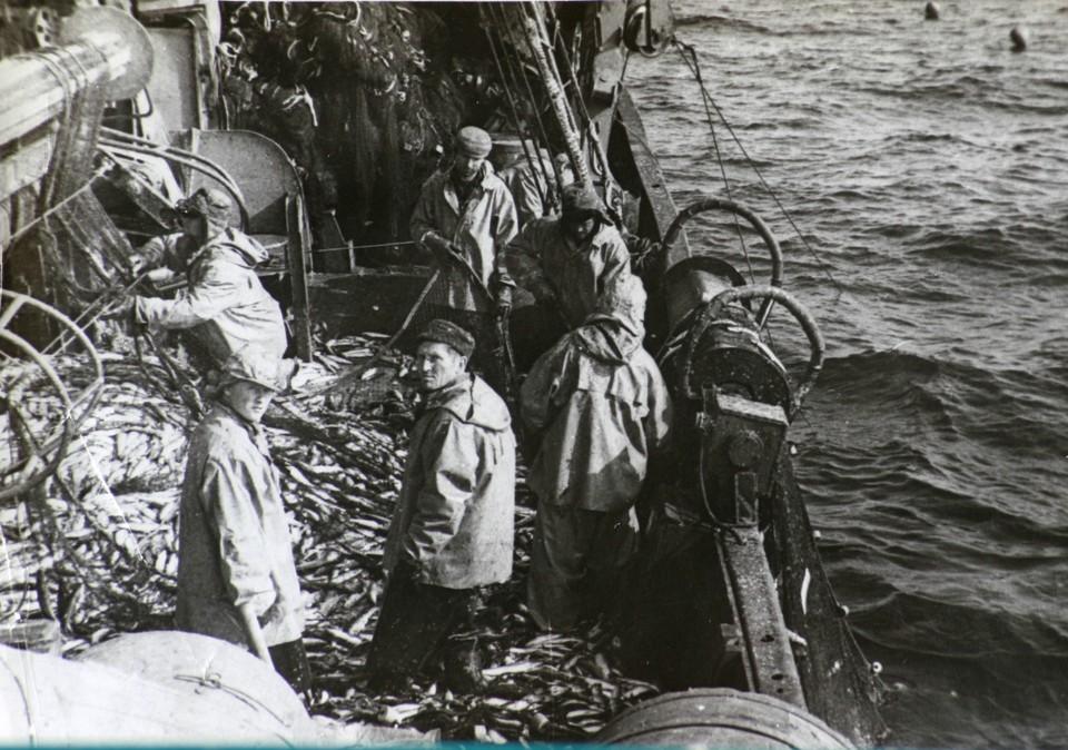 Владимир Михайлович (в центре) до сих пор во сне дает команды экипажу. Фото из личного архива Владимира Михайловича Егорова.