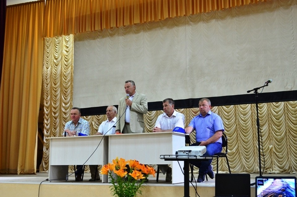 Заместитель губернатора Курской области А. М. Золотарев так сформулировал тему встречи: «Как получить наибольший урожай с наименьшими затратами»