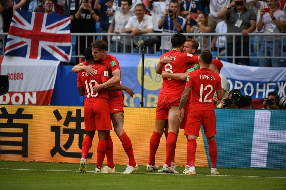 Англичане празднуют победу