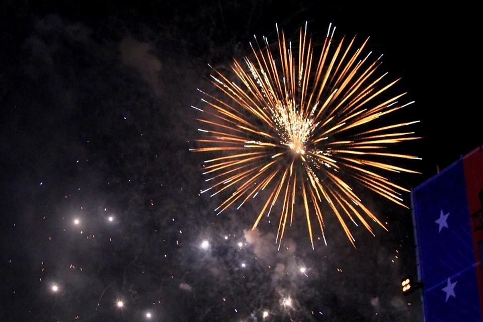 Сегодняшний праздничный день завершился концертом звезд российской эстрады Вахтанга Каландадзе...