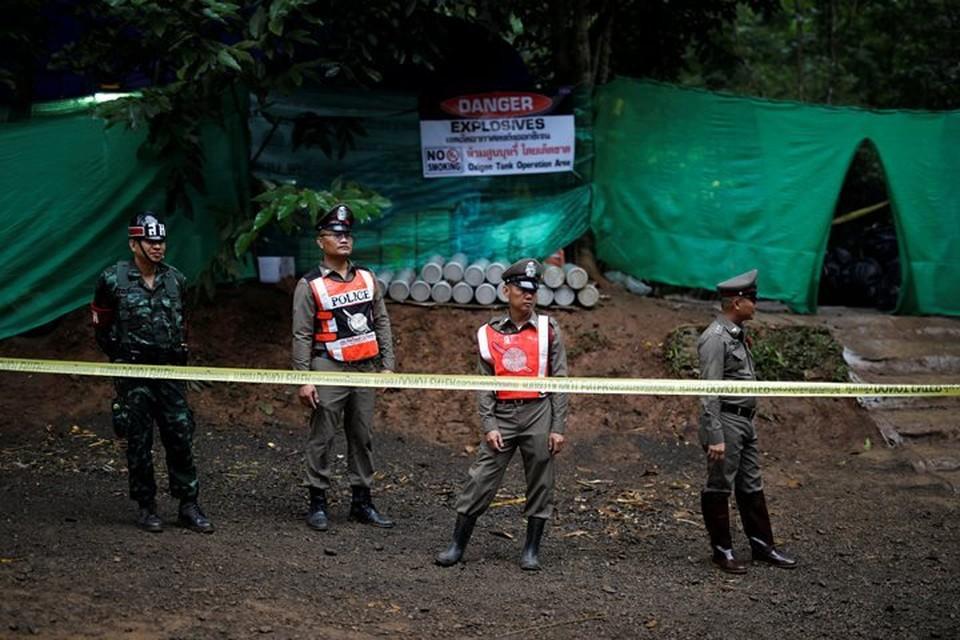 Из затопленной пещеры в Таиланде вывели четверых детей