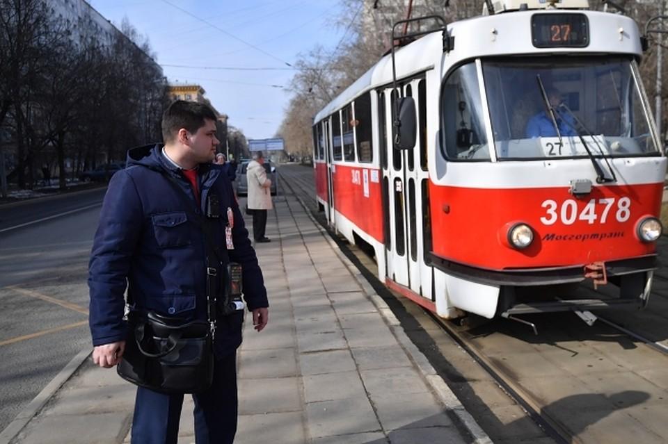 В казани мужчина попал под трамвай видео