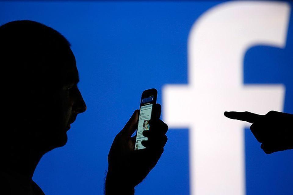 Facebook пояснил, что категория должна была объединить людей, заинтересованных этой тематикой «в историческом контексте»