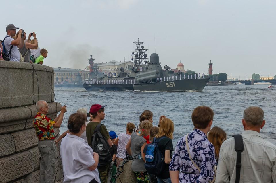 Онлайн-трансляция с репетиции Дня ВМФ 26 июля 2018 в Санкт-Петербурге и Кронштадте.