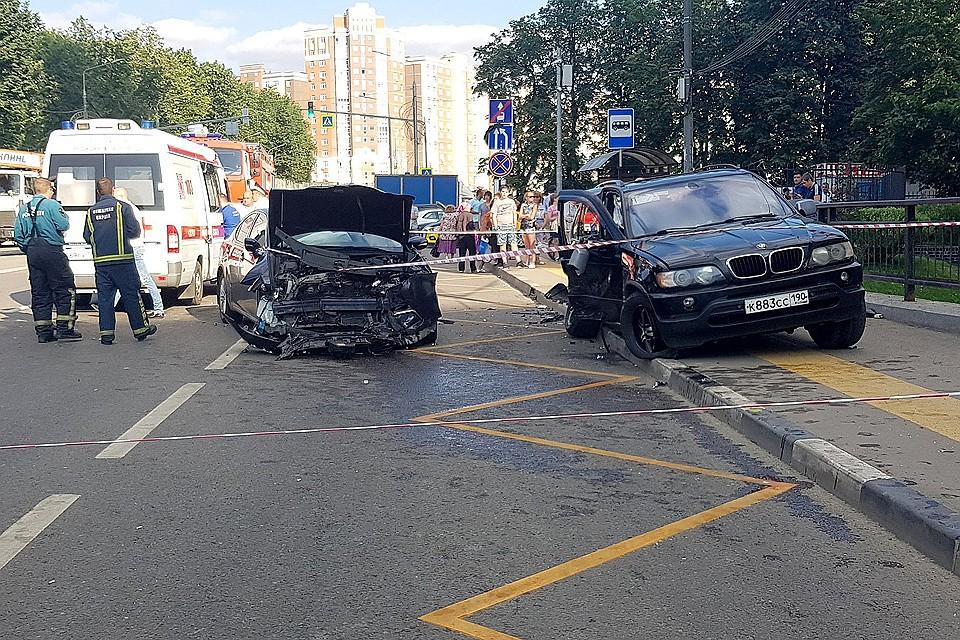 Смертельное ДТП: в Новой Москве «БМВ» влетел в автобусную остановку