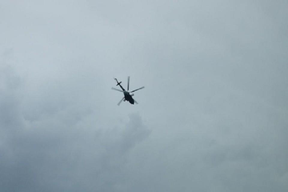 Вертолеты, которые помогают искать Калимат. Фото: Liza Alert