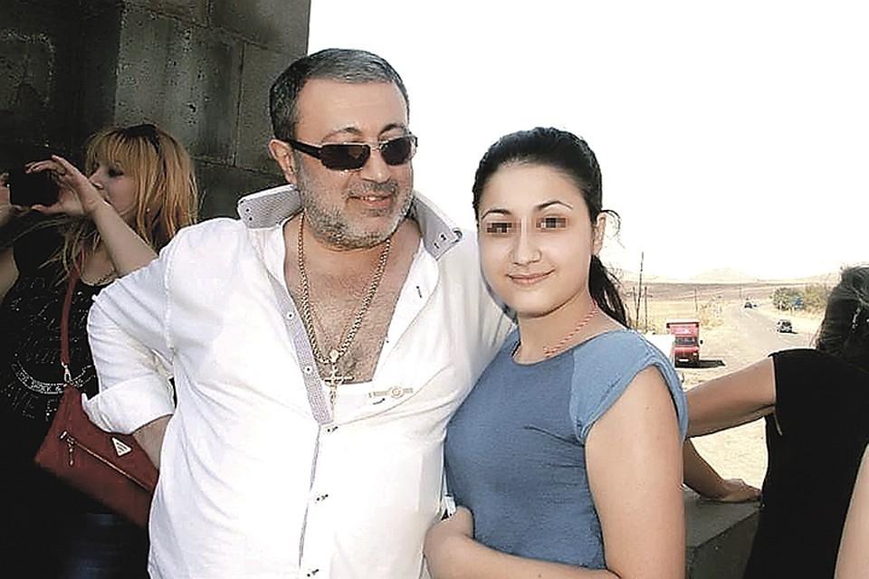 В соцсетях Михаил Хачатурян представал в образе любящего отца и верующего человека.