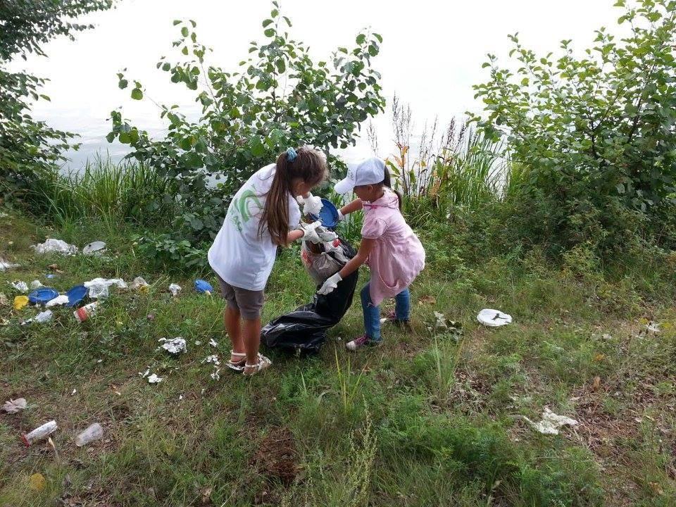 «Чтобы убрать мусор на некоторых городских территориях, нужен бульдозер» - волонтеры очистят территорию Гребного канала