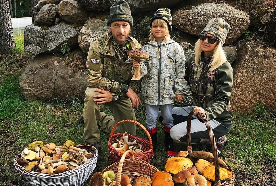 Плющенко, Рудковская и Гном Гномыч удачно сходили по грибы под Петербургом. Фото: Instagram @rudkovskayaofficial