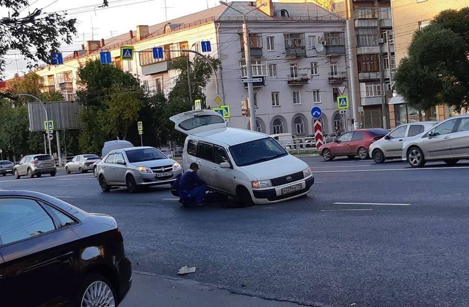 Машины попадают в капкан в самом центре города. Фото: Игорь Белехов.