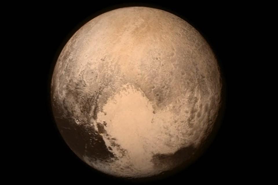"Плутон со своим знаменитым ""сердцем""."