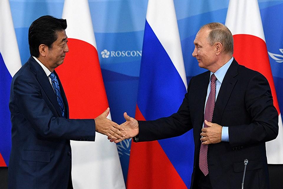 Судя по тому, что премьер Японии Синдзо Абэ довольно кивнул на это, его такое предложение более чем устроило