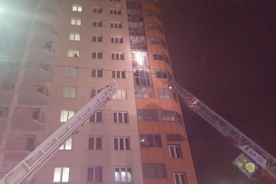 Рано утром в Красноярске из-за пожара в высотке эвакуировали 100 человек 1ef806b7db8