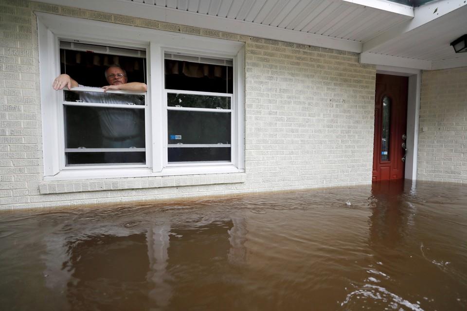 Число жертв шторма «Флоренс» в США выросло до 13 человек