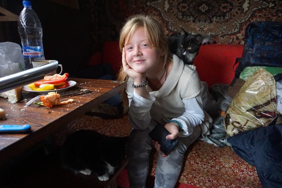 12-летняя Вика - единственный ребенок на Спартаке.