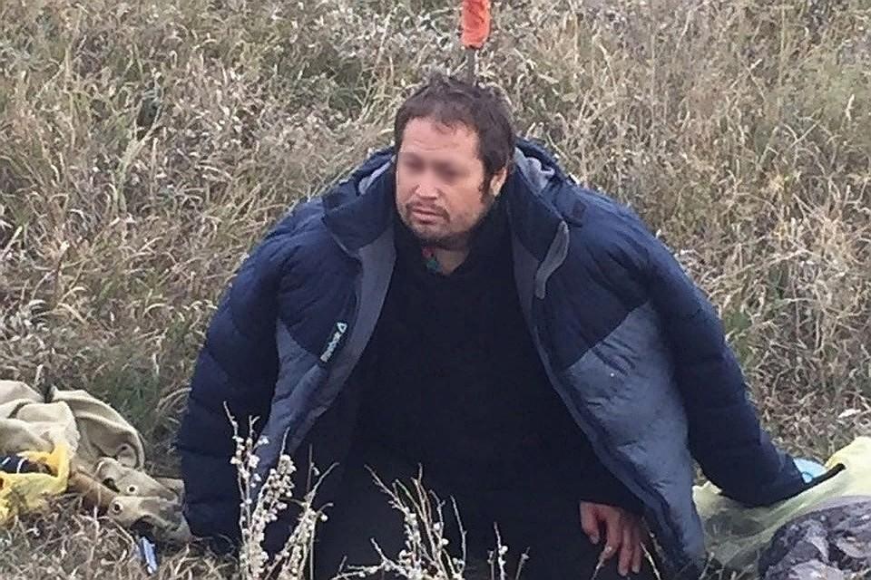 """Местный житель с ножом, торчащим из головы, сидел в поле. Фото: группа Вконтакте """"Ростов Главный""""."""