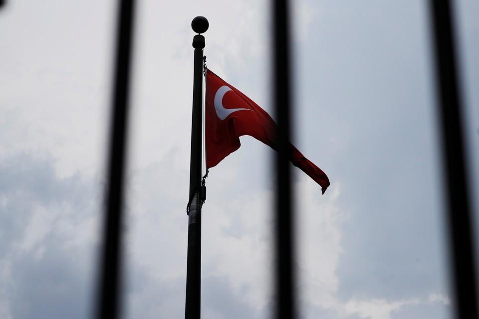Один турецкий военный погиб и четыре человека ранены в результате ракетного обстрела по территории республики