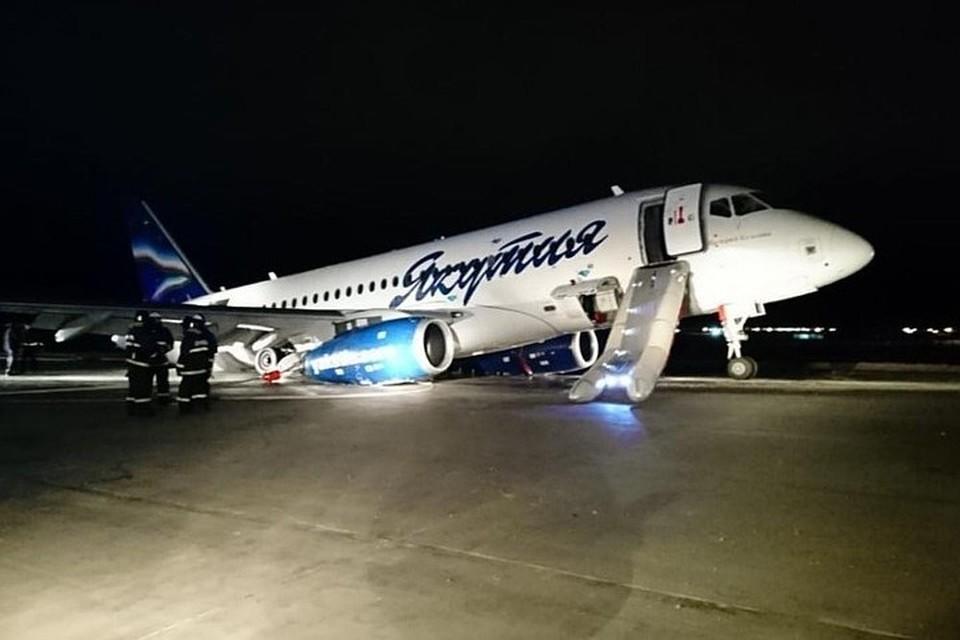 Самолет авиакомпании «Якутия» выкатился за пределы ВПП в Якутске. Фото: предоставлено очевидцем