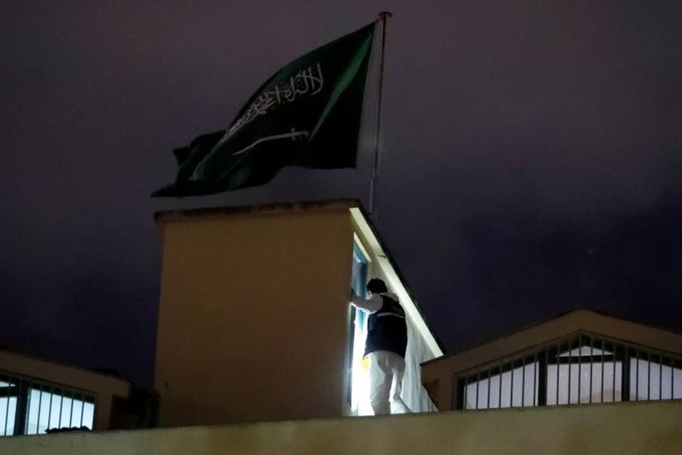 Минувшей ночью турецкие правоохранители в течение девяти часов осматривали территорию генконсульства Саудовской Аравии в Стамбуле