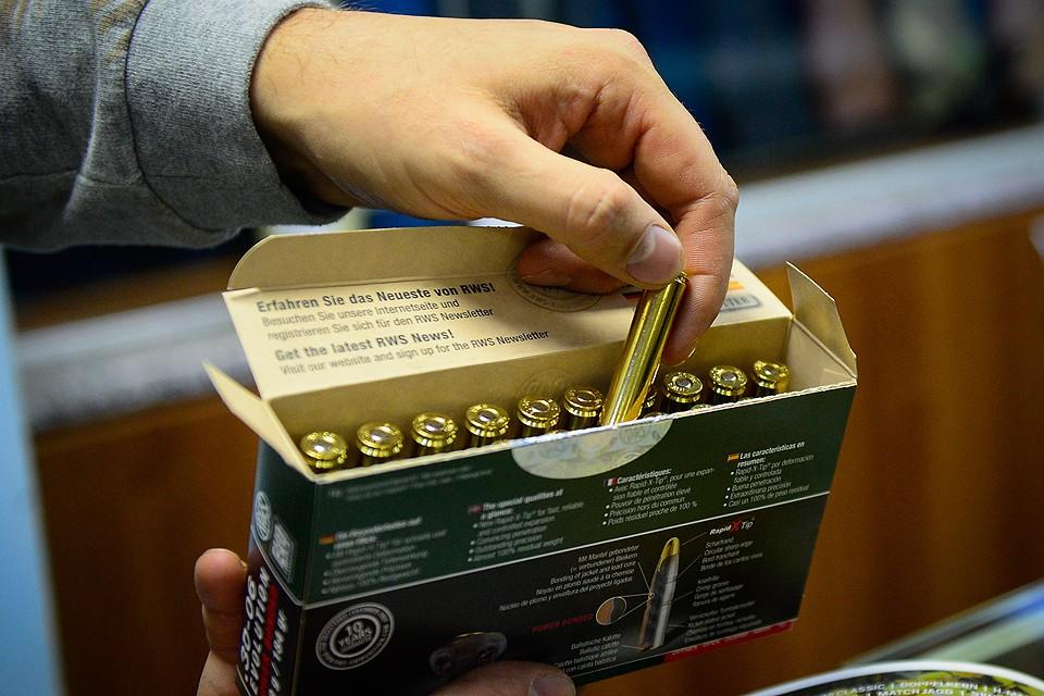 Патроны в оружейном магазине по продаже пневматического, травматического и охотничьего оружия. ФОТО Юрий Смитюк/ТАСС