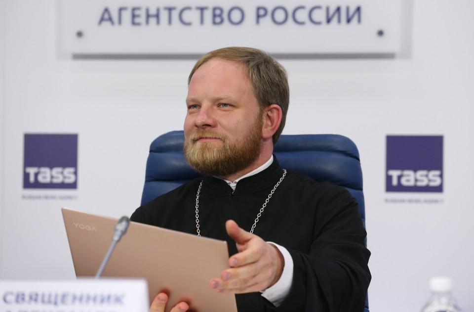 Священник Александр Волков. Фото: Владимир Гердо ТАСС
