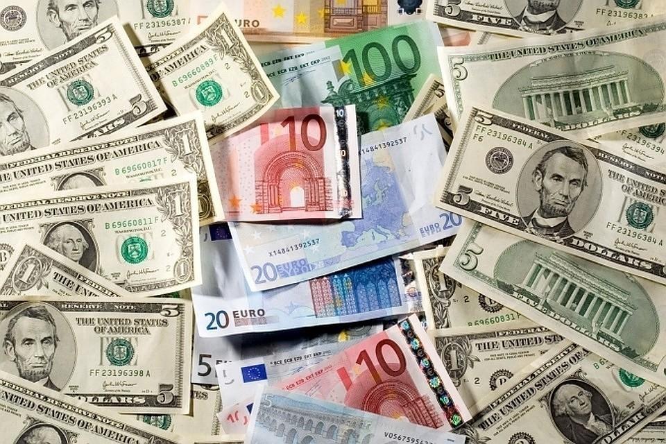 Курс евро в ходе торгов на Мосбирже впервые с августа опустился ниже 75 рублей