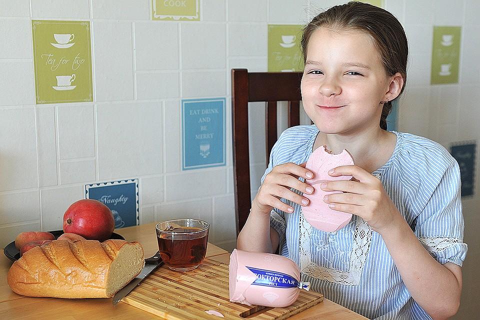 dom-foto-devushka-i-kolbasa