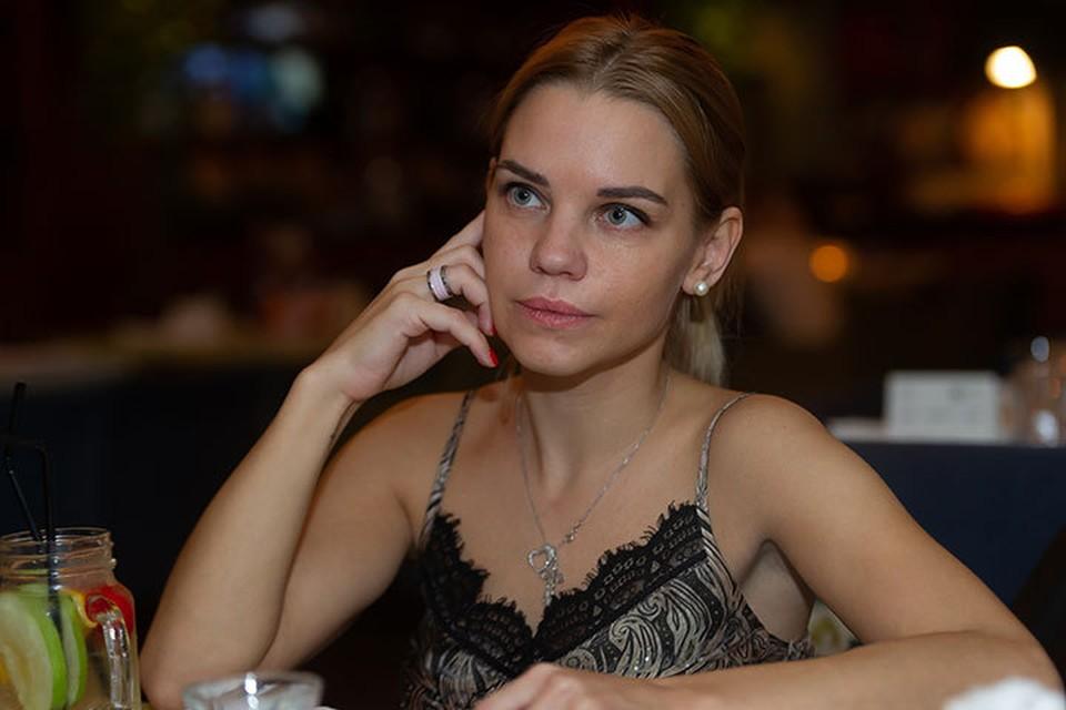 Вот уже 4,5 года Екатерина Сафронова не видела собственного ребенка.