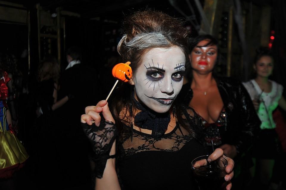 Хэллоуин во Владивостоке 2018  афиша главных вечеринок и праздничных ... ab0374d0618ea