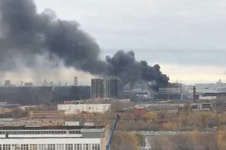 Пожар вспыхнул в хозяйственном помещении на уровне восьмого этажа. Фото: Instagram/ ctahkih