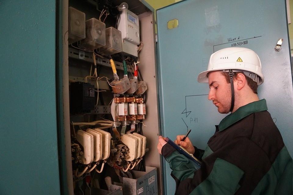 Специалисты внимательно следят за системой энергообеспечения