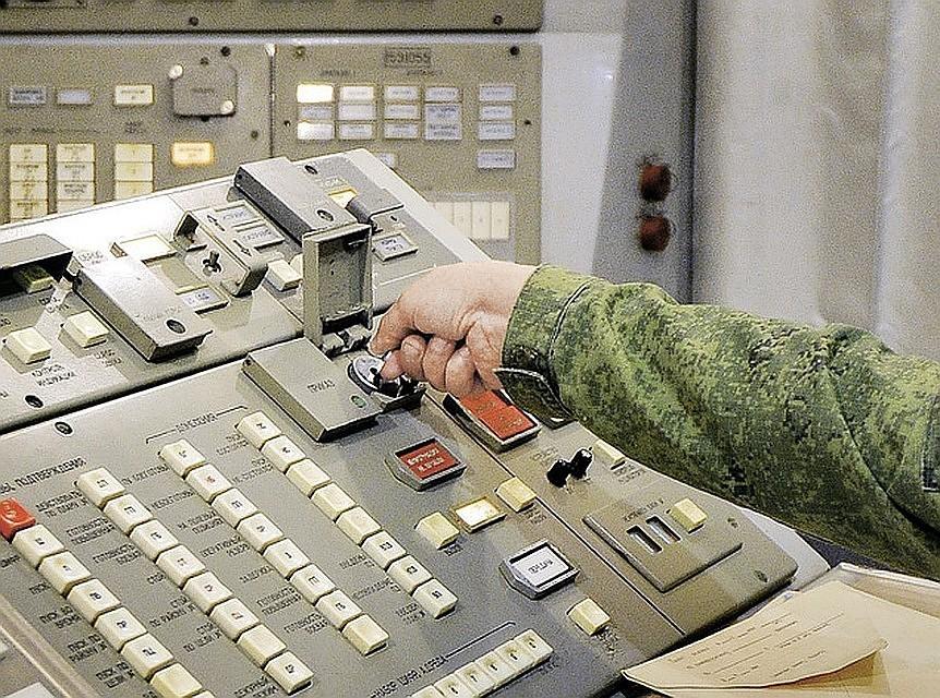 Периметр  - это комплекс автоматического управления массированным ответным ядерным ударом.
