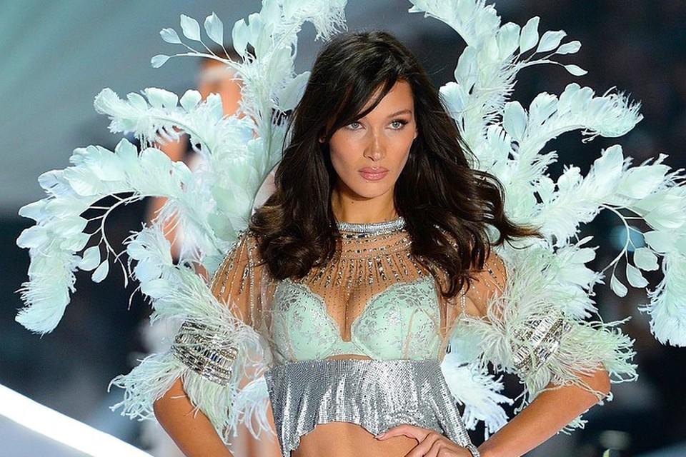 Белла Хадид на показе Victoria's Secret.