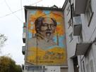 Сторонники ГУЛАГа, прикрывшись законом, добились, что граффити с Солженицыным на фасаде пятиэтажного здания может быть закрашено