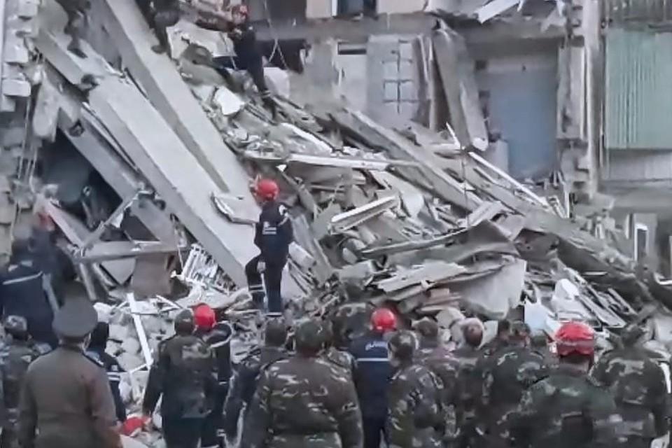Прокуратура Гянджи возбудила дело после взрыва в жилом доме. Фото: МЧС Азербайджанской республики.