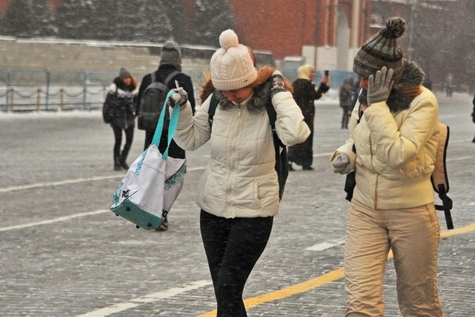 В четверг, 22 ноября, в Москве ожидаются небольшой снег и сильный ветер