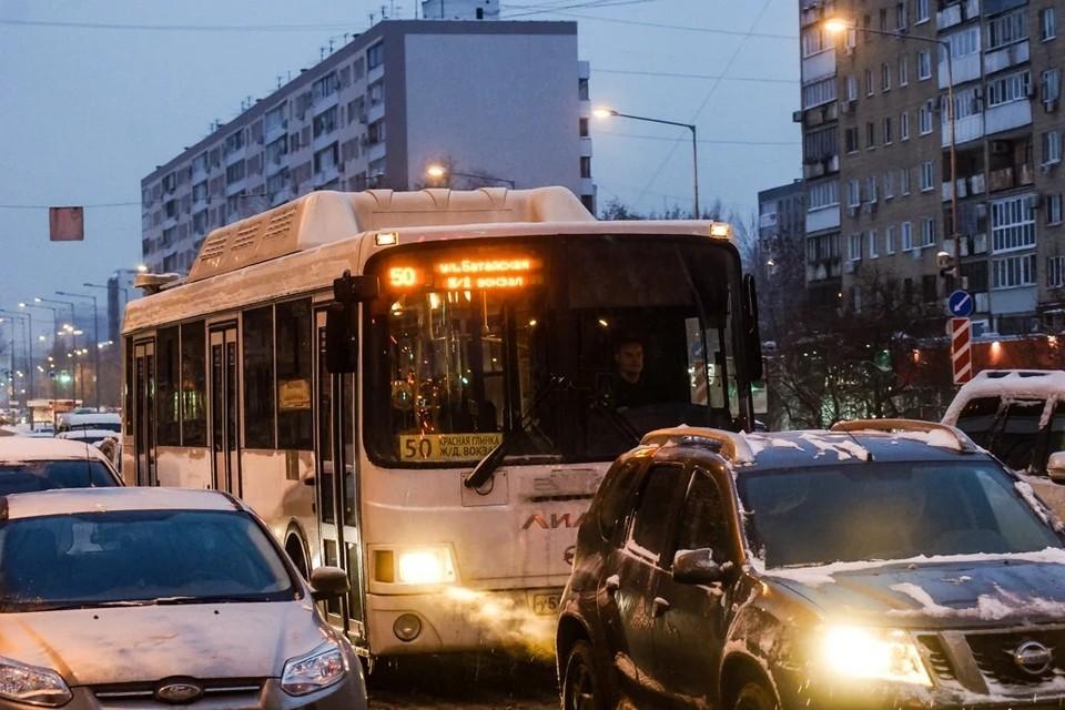 На проблемы с общественным транспортом жалуются жители Красной Глинки, Управленческого, Крутых Ключей, Мехзавода