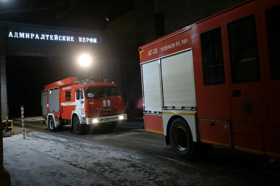 """МЧС: Пожар на ледоколе """"Виктор Черномырдин"""" начался в трюме."""