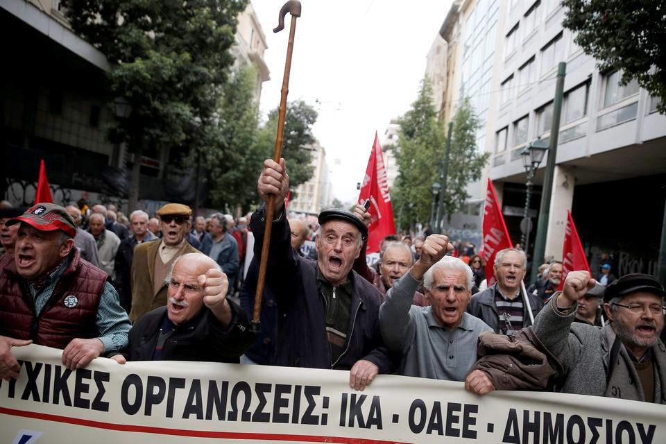 Минимальную зарплату бастующие требуют увеличить до 751 евро